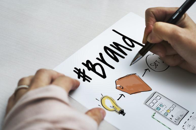 Paso a paso: Cómo crear una estrategia de ventas para una marca emergente de moda